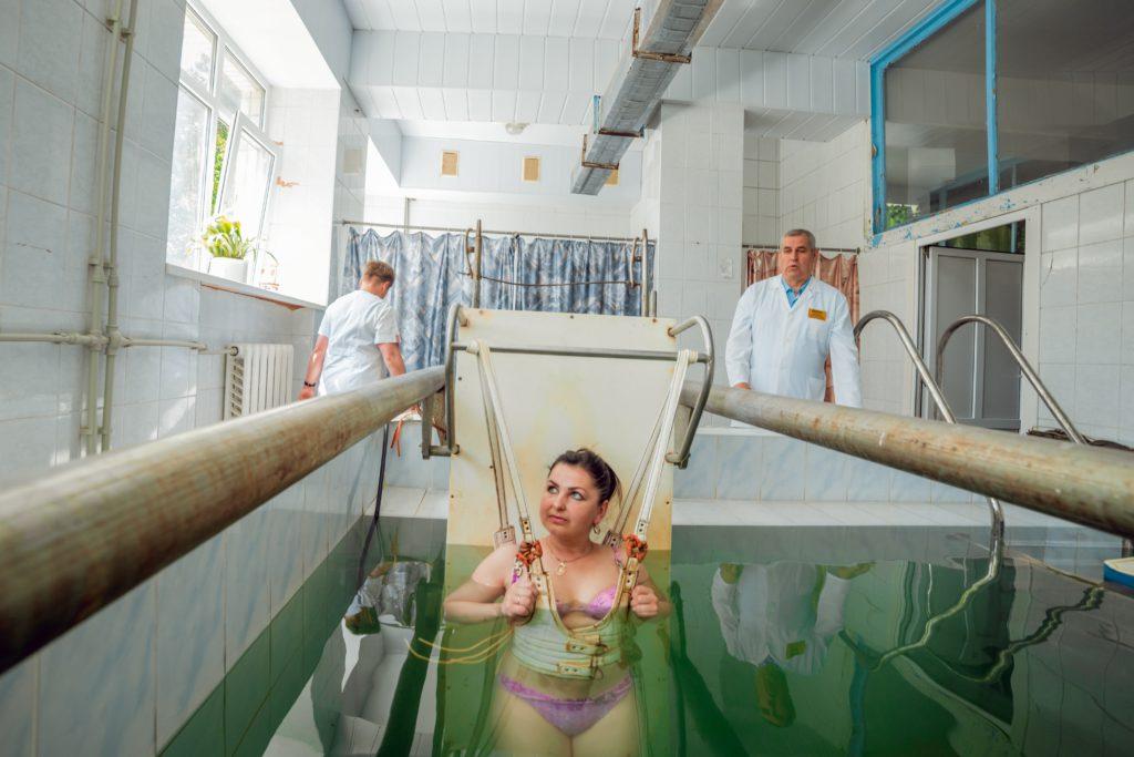 Підводне витягування хребта у санаторії Поділля
